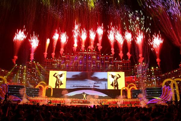 首届中国聂耳音乐(合唱)周闭幕式冷焰火燃放